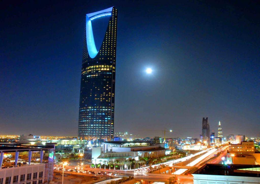 برج المملكة من الداخل أشهر مطاعم وفنادق ومحلات برج الرياض الرحالة